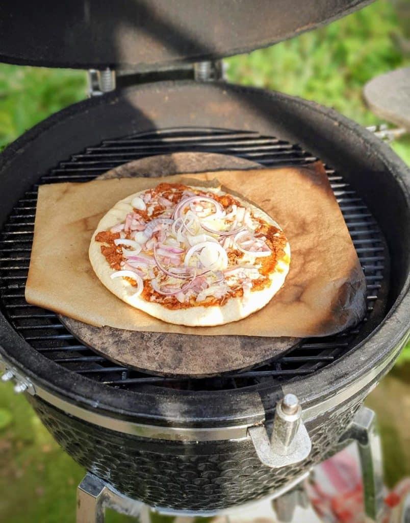 bloemkool pizza op de kamado bbq