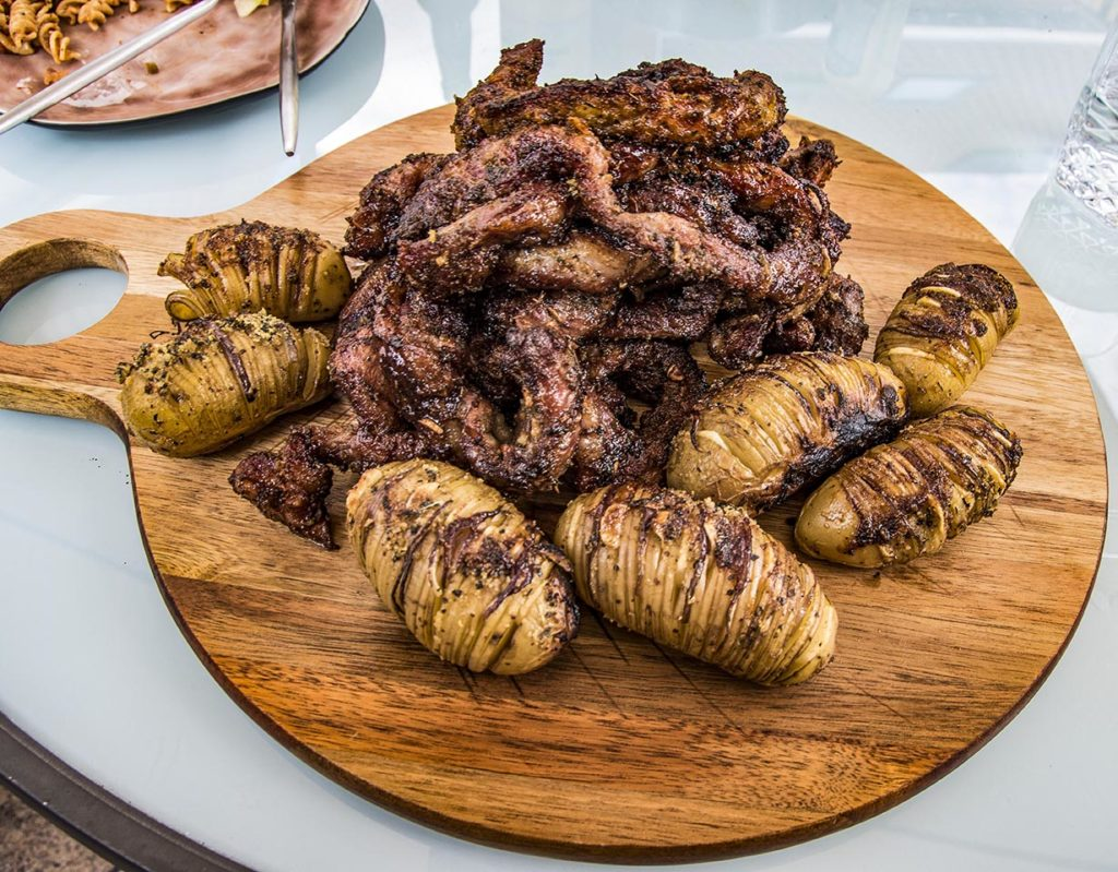 Iberico Rib Fingers in Knoflook marinade en BBQ Saus, met gepofte aardappel